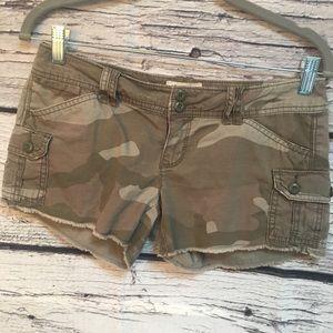 American Eagle Camo Short-Shorts.